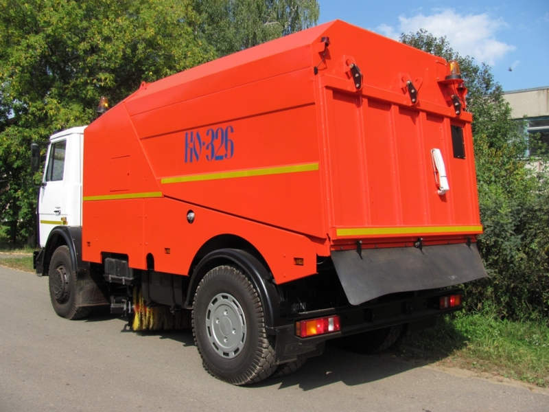 Вакуумная подметально-уборочная машина КО-326-05